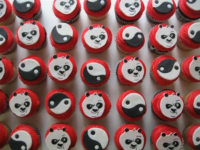 Cute-panda-cupcakes14__700