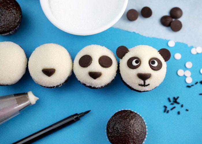 Cute-panda-cupcakes1__700